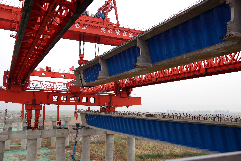 ▲波形钢腹板组合梁临近桥墩位置,即将下降