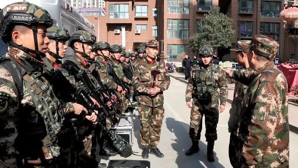 突发!濮阳3名成人5名儿童被劫持,武警成功解救!