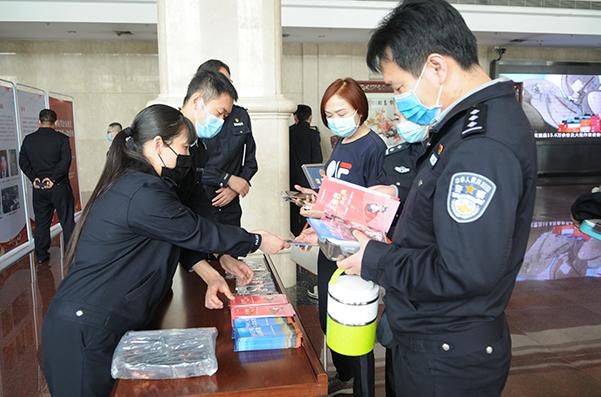河南省公安厅举行反邪教警示宣传教育活动